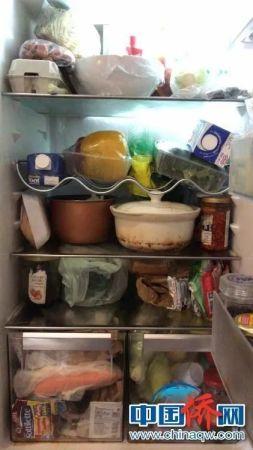 孙雯和室友在家中囤的食物。(受访者供图)