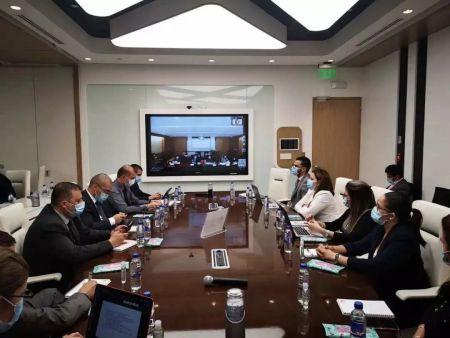 华为公司主持中国国内抗疫专家和哥斯达黎加卫生局高层针对新冠肺炎疫情视频连线会议。(图片来源:作者提供)