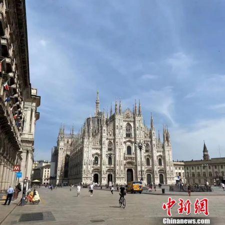 """图为米兰市中心标志性大教堂""""解封""""后的样子。(施成毅供图)"""