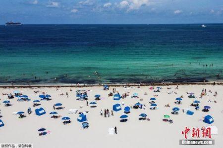 当地时间6月10日,佛罗里达州迈阿密海滩关闭近三个月后首次开放。